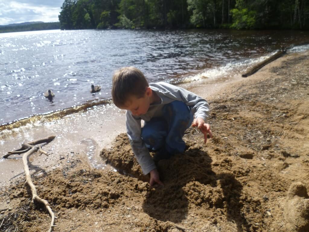 Loch Garten - play by the shore